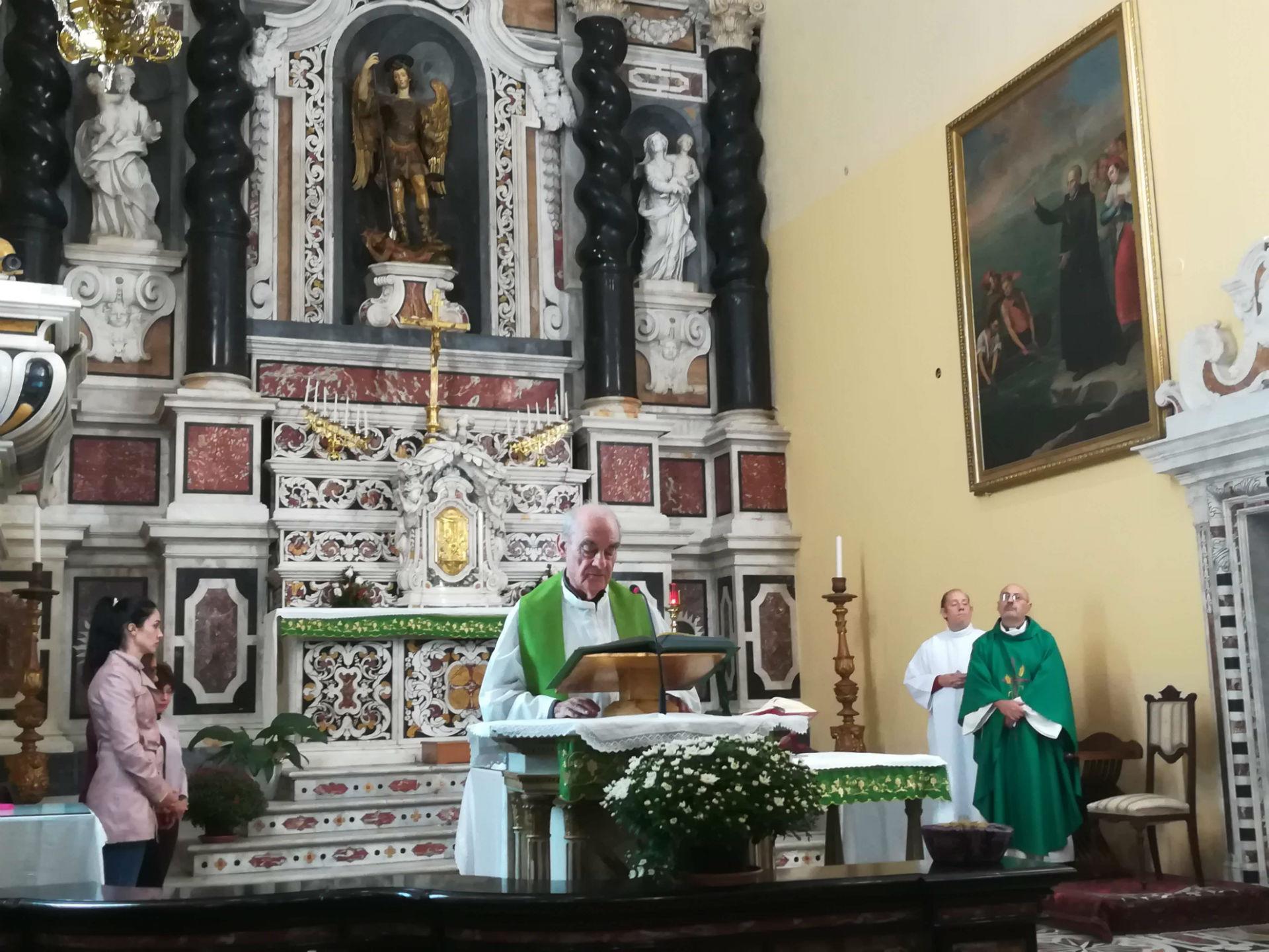 Messa celebrata da padre Deidda presso la chiesa di san Michele a Cagliari